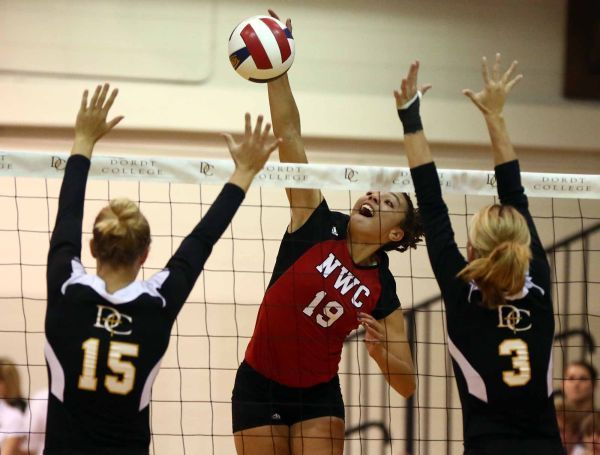 No 7 Red Raiders Top Arch Rival Dordt In Five Orange City Northwestern College Red Raiders