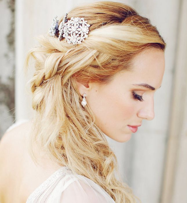17 Half Up Down Hairdos For Brides