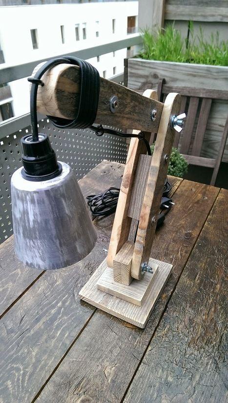 la menuiserie 503 une petite lampe d 39 architecte en bois de palette caisses et palettes. Black Bedroom Furniture Sets. Home Design Ideas