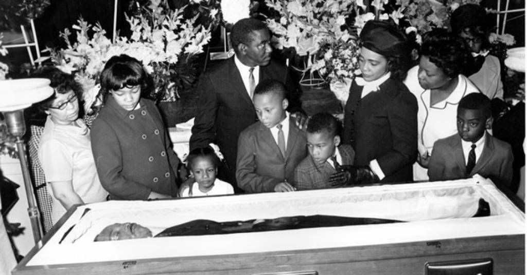 31 photos from celebrity open casket funerals celebrities in 2018