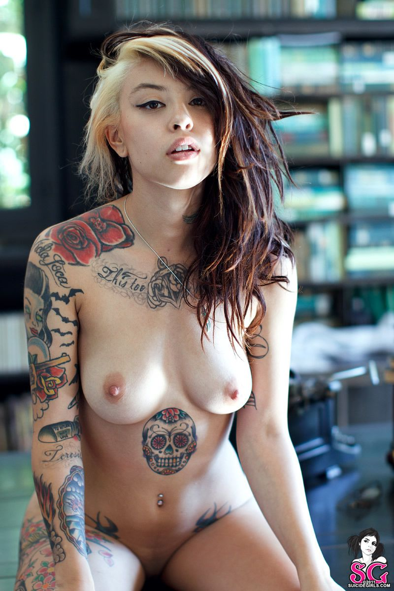 carrina Suicide nude girl