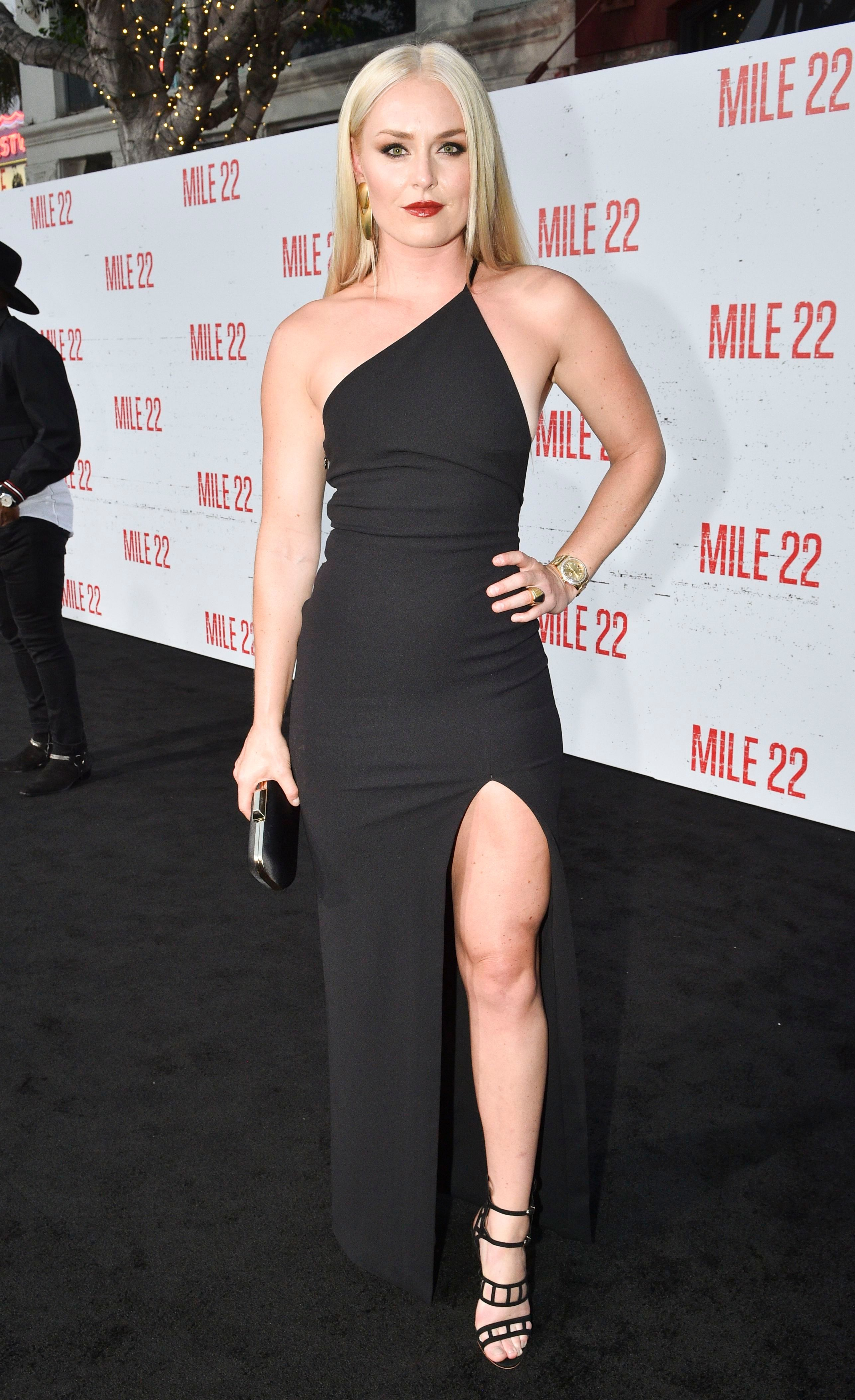 Lindsey Vonn Cut Off the Sleeves of Her Custom Oscars 2018 ...