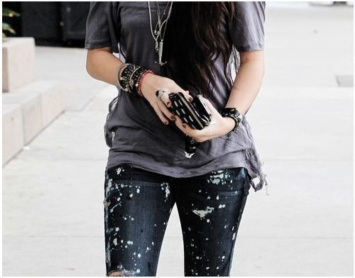 Adorable jeans! Simple outfit.