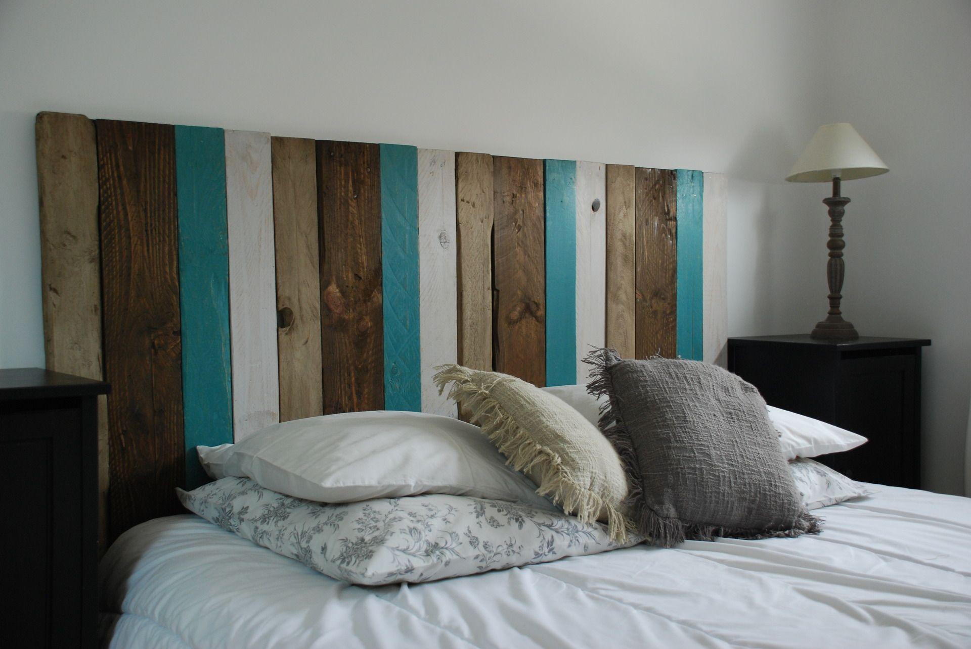 tête de lit faite avec du bois de palettes | chambre | pinterest