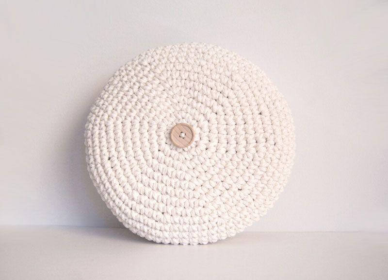 Crochet pillow. Crochet Round pillow. Crochet by maricatimonsina ...