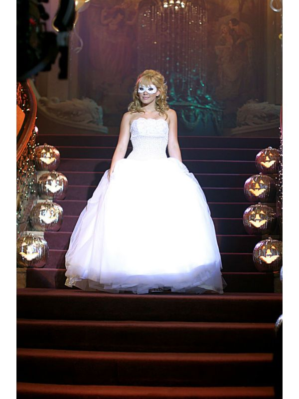 A Cinderella Story If The Shoe Fits Tessa And Reed Fanfiction The Most Memorable Party Dresses Ever Girls First Communion Dresses A Cinderella Story Hilary Duff Halloween Costume