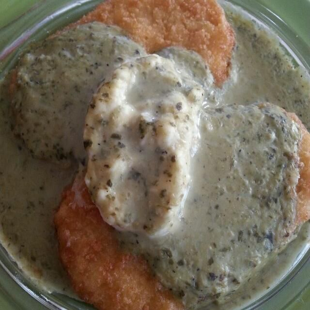 レシピとお料理がひらめくSnapDish - 21件のもぐもぐ - gardein chix patties parmesan with vegan cream chz and pesto arrugala Alfredo sauce. by Polly Gelfuso
