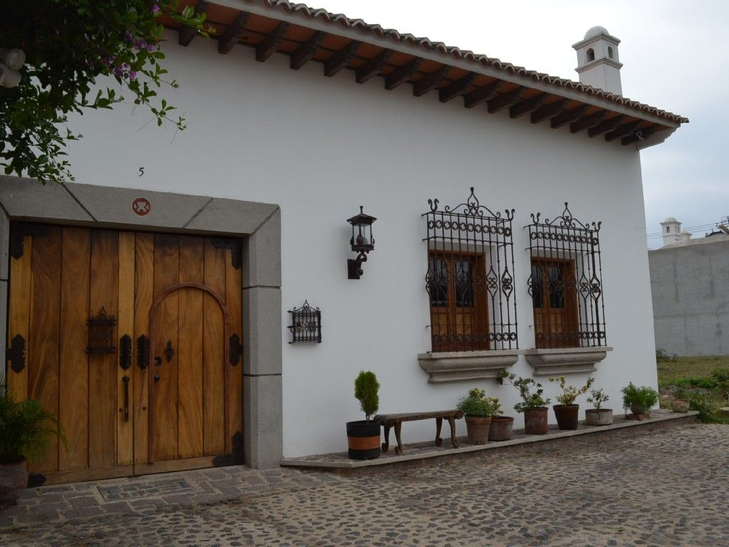 Antigua house rental charming colonial house with the for Imagenes de casas coloniales