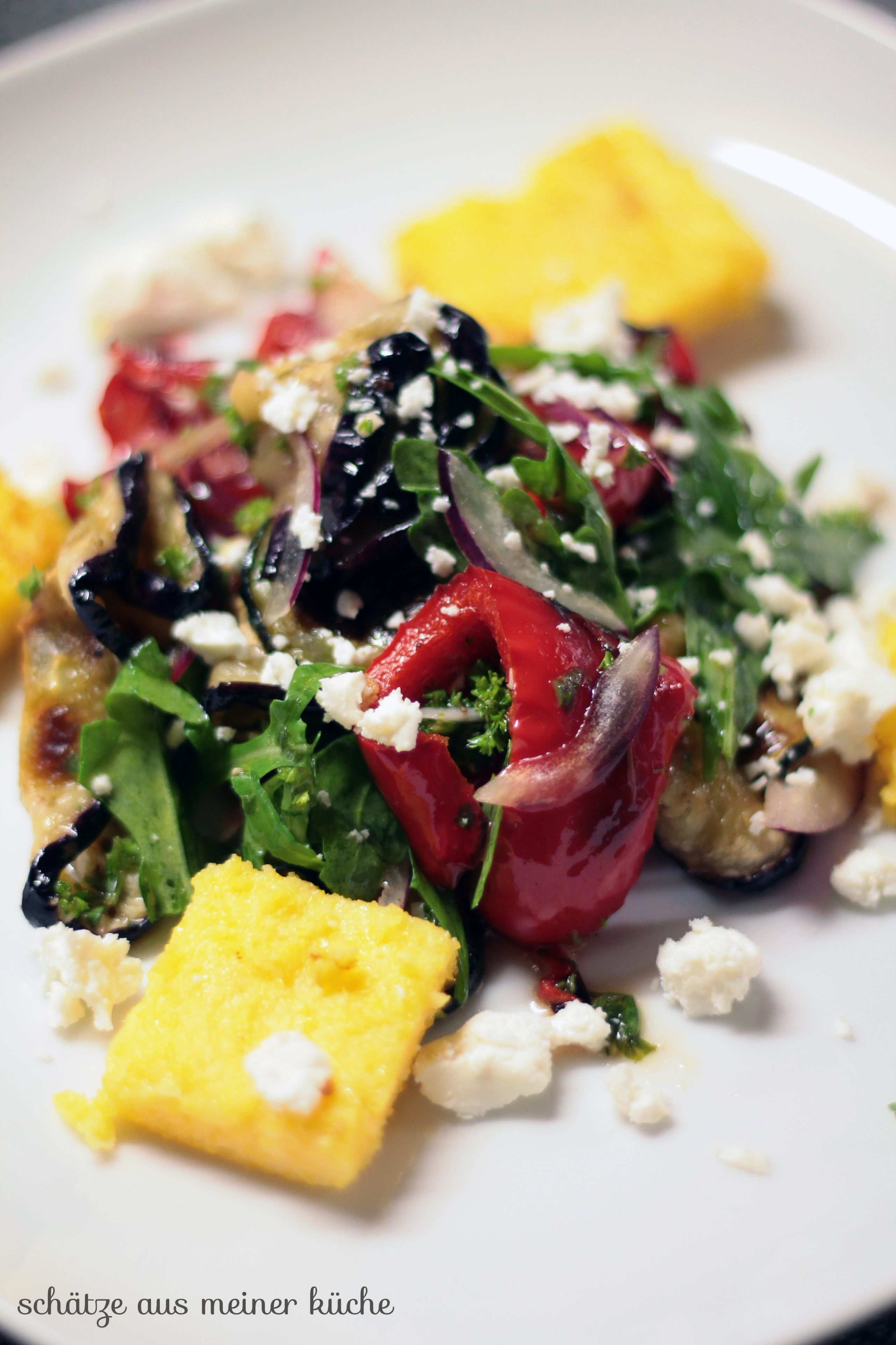 Lauwarmer Grillgemüse-Salat mit Polenta-Ecken   Yummi <3   Ethnic ...