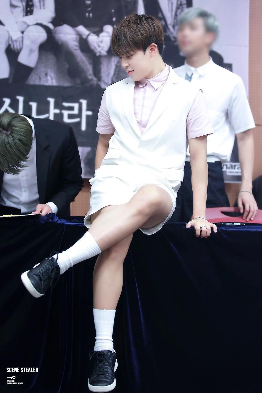Top 10 K Pop Idols Voted With The Best Legs Koreaboo Bangtan Korean Bands Jimin