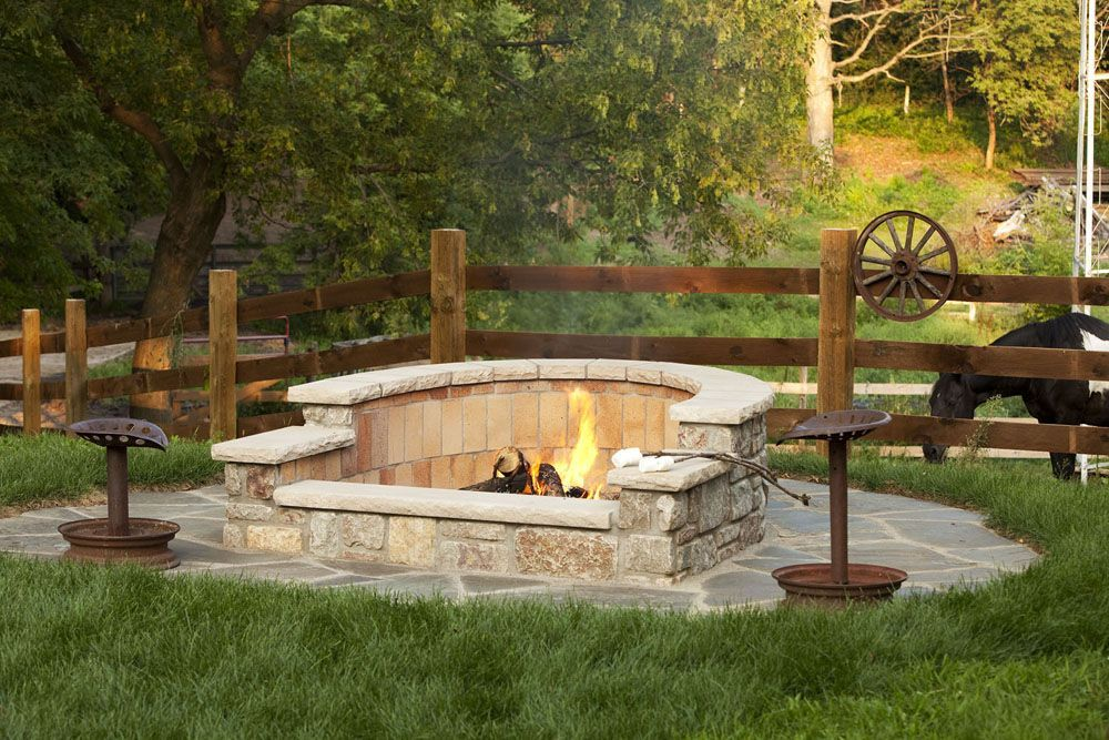 horseshoe shaped firepit #outdoorideasfirepit | Backyard fire