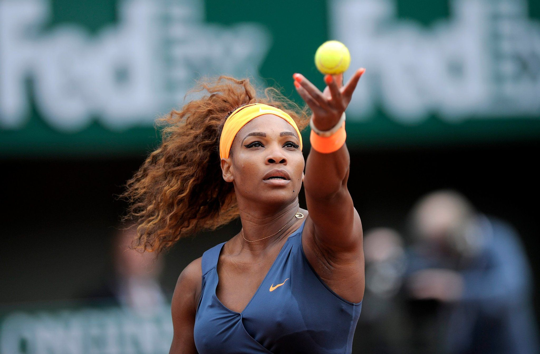 Serena Williams Cruises on Opening Day of French Open