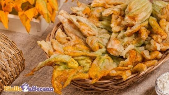 Fiori Fritti Giallo Zafferano.Ricetta Fiori Di Zucca In Pastella Le Ricette Di Giallozafferano