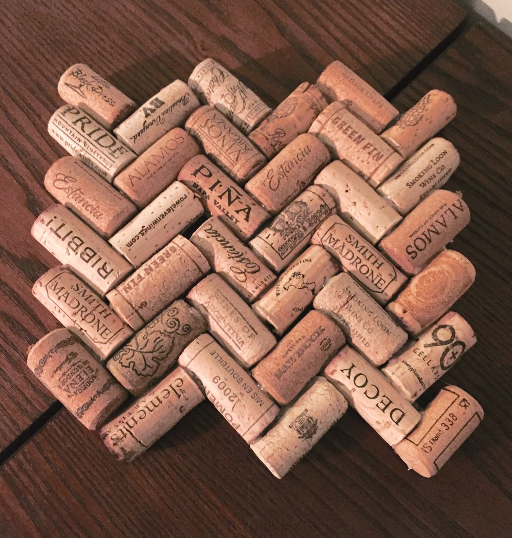 As mentioned before, Hunter and I collect wine corks in a big vase and once it fills up, I find places for the corks or else make some stuff! The biggest wine cork project so far has been the Wine…