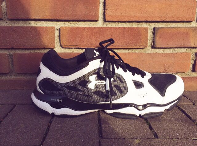 Under Armour Micro G Pulse Tr running shoe Black/White