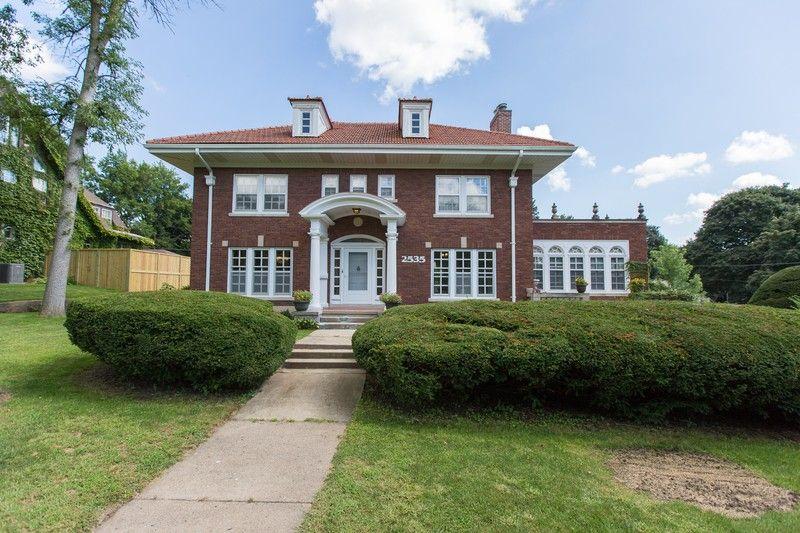 Historic Elegance In Waterloo Iowa Historic Home Historic Homes For Sale Historic Homes
