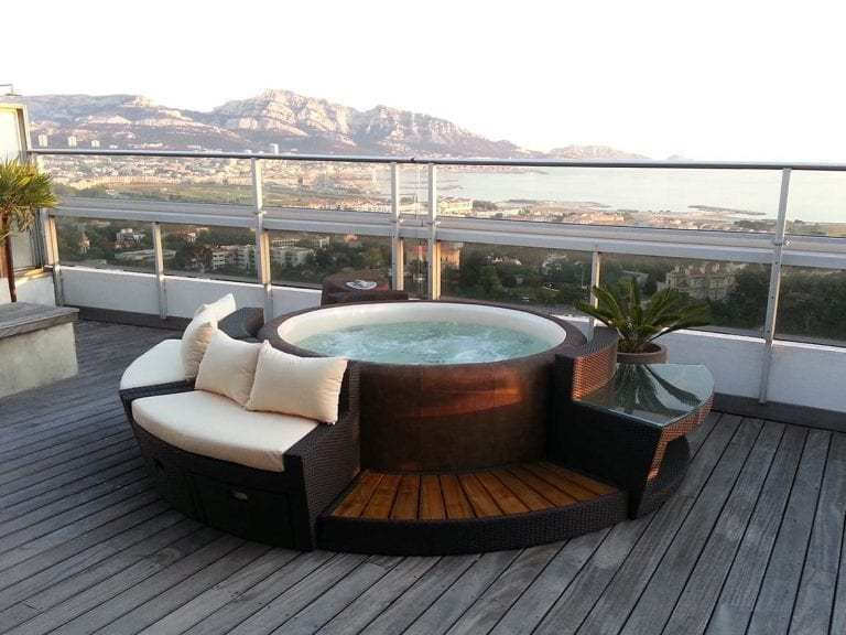 10 Phenomenal Backyard Hot Tub Ideas for a Home
