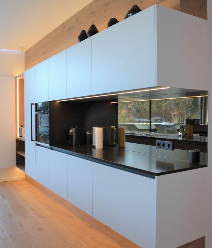 Moderne ewe Küche in neonweiß. Die reduzierte