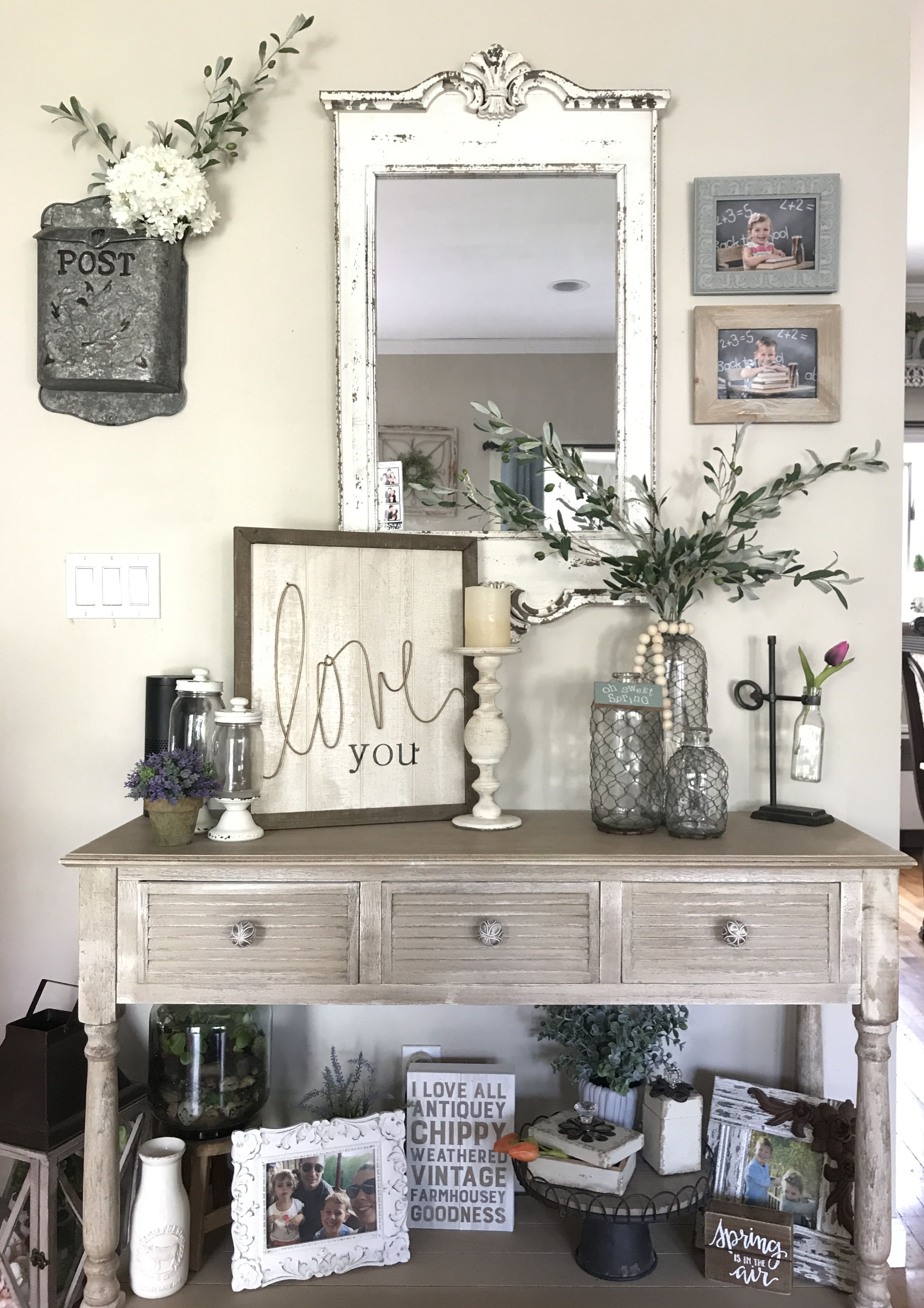 Rustic Decor And Console Table Decorated With Chicken Wire Vases Olive Stems Chalk Farmhouse Decor Living Room Country Style Dining Room Country House Decor