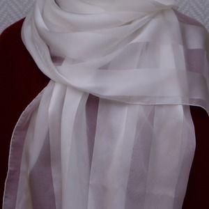 441d4ad61815 Etole, écharpe foulard blanche en mousseline et satin de soie