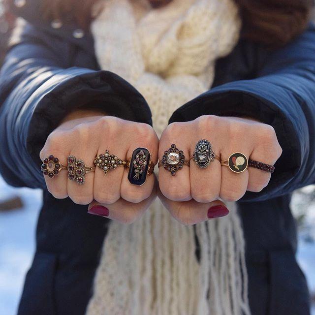 Dark-hued rings via Trademark Antiques @trademarkantiques
