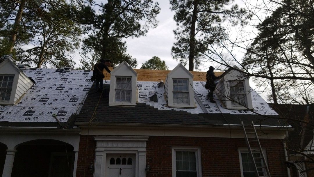 Gaf Tiger Paw Underlayment On Roof In Chesterfield Colonial Heights How To Install Gutters Exterior
