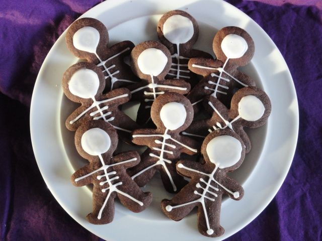 gingerbread man skeleton cookies super cute - Halloween Gingerbread Cookies
