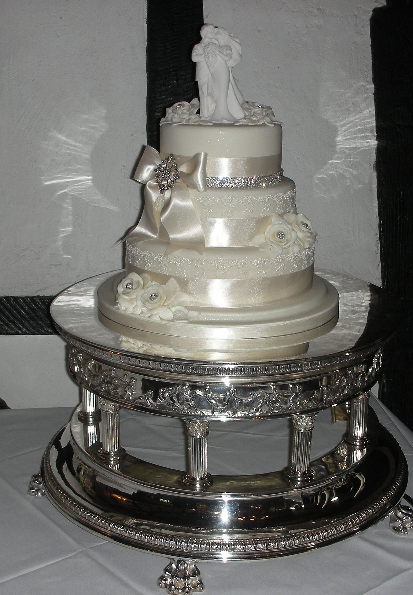 wedding cake stand elegant cake stands champagne 12 inch metal cake 25613