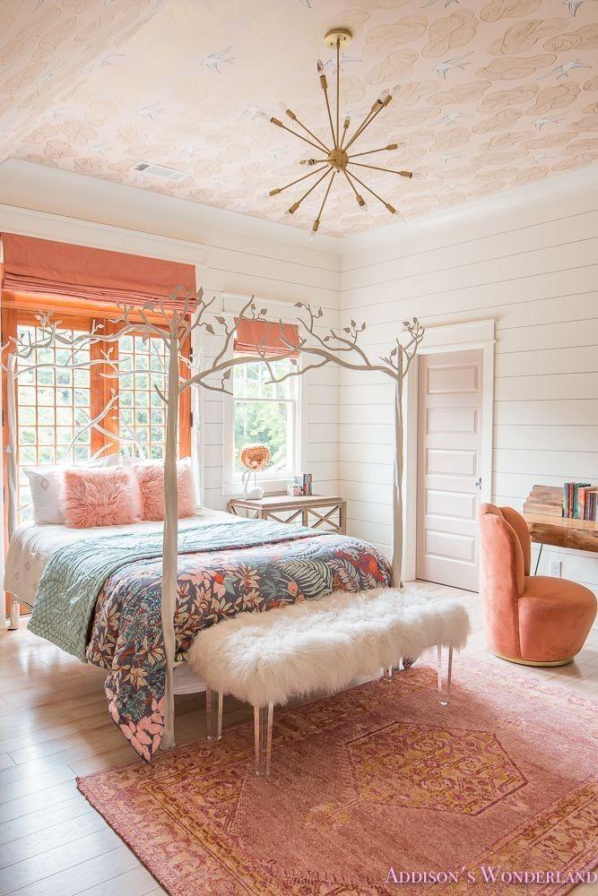 La Chambre A Coucher D Une Jeune Fille De Corail Vif D Addison Revele Girls Dream Bedroom Pink Bedroom For Girls Bedroom Makeover