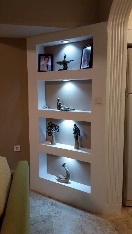 полочки в стене с подсветкой фото или косметический