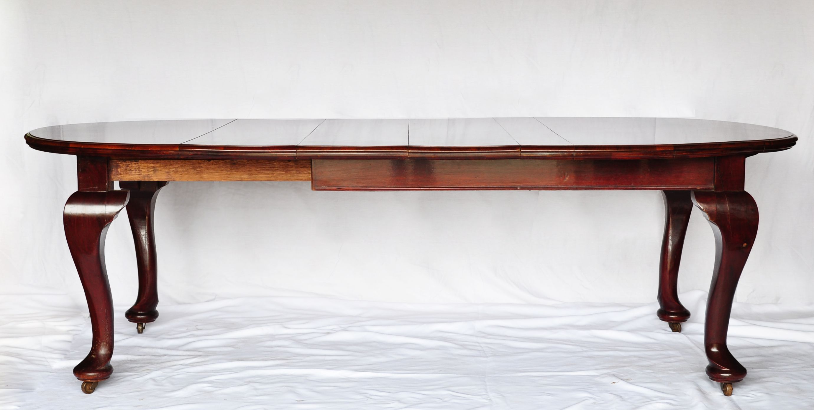 Reproduction extendable mahogany table with large cabriole legs