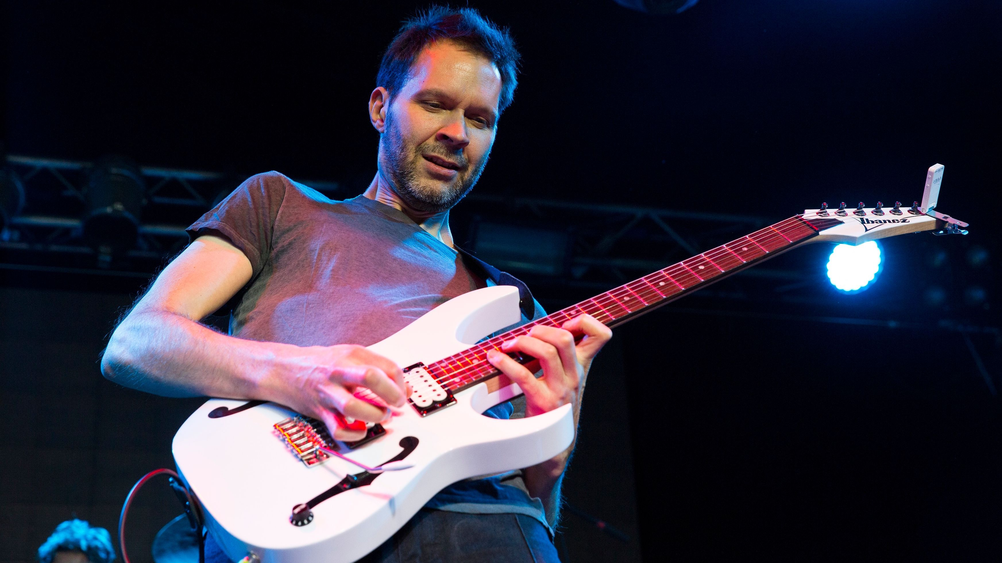 Paul Gilbert Reveals The Really Dangerous Trend He Sees Among Youtube Guitarists In 2020 Guitarist Paul Gilbert Youtube