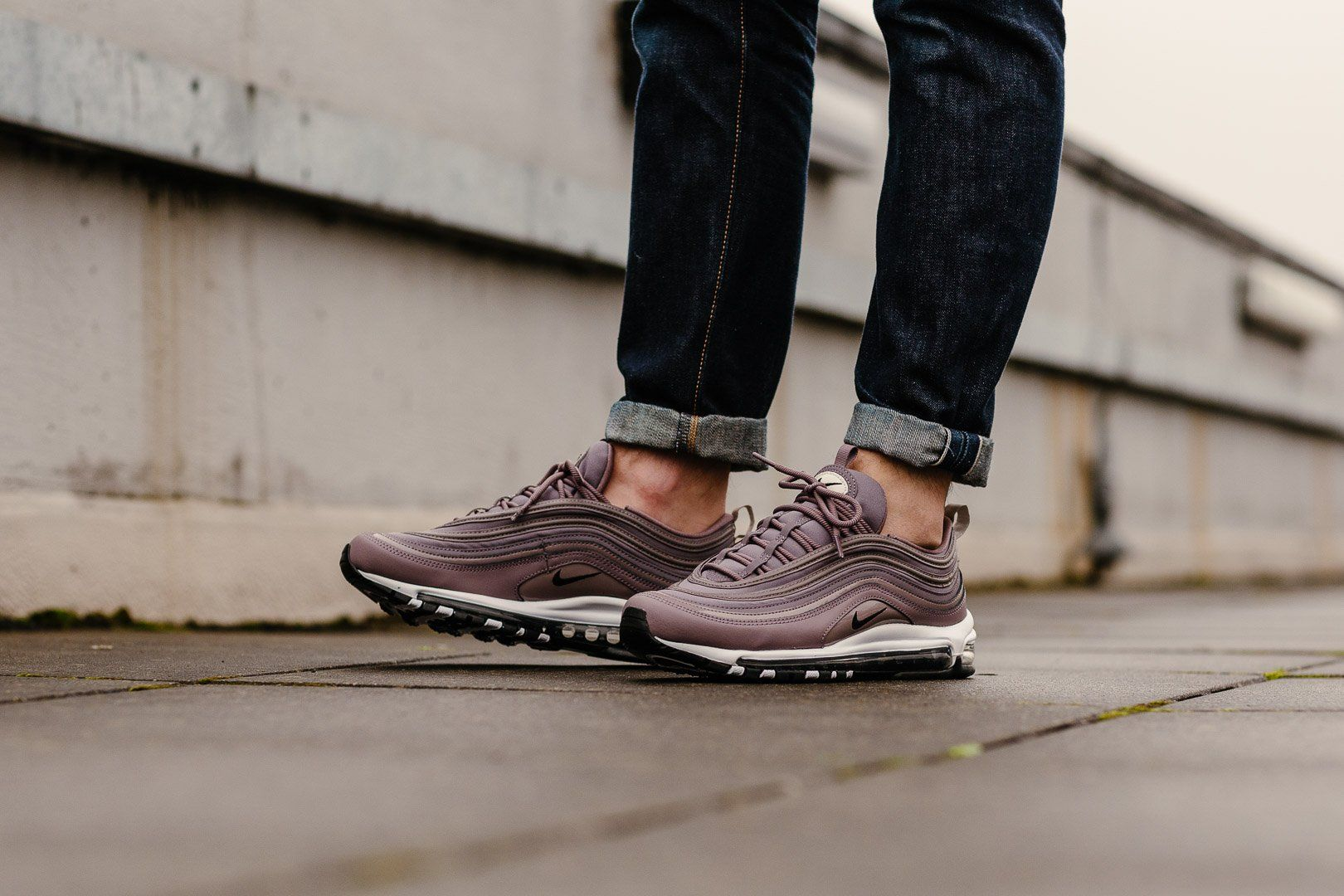 Product Name: Nike Air Max 97 Premium WMNS 917646-200 Specifications: The 97  has received a premium layout, with a grained leather wrapping around the  lower ...