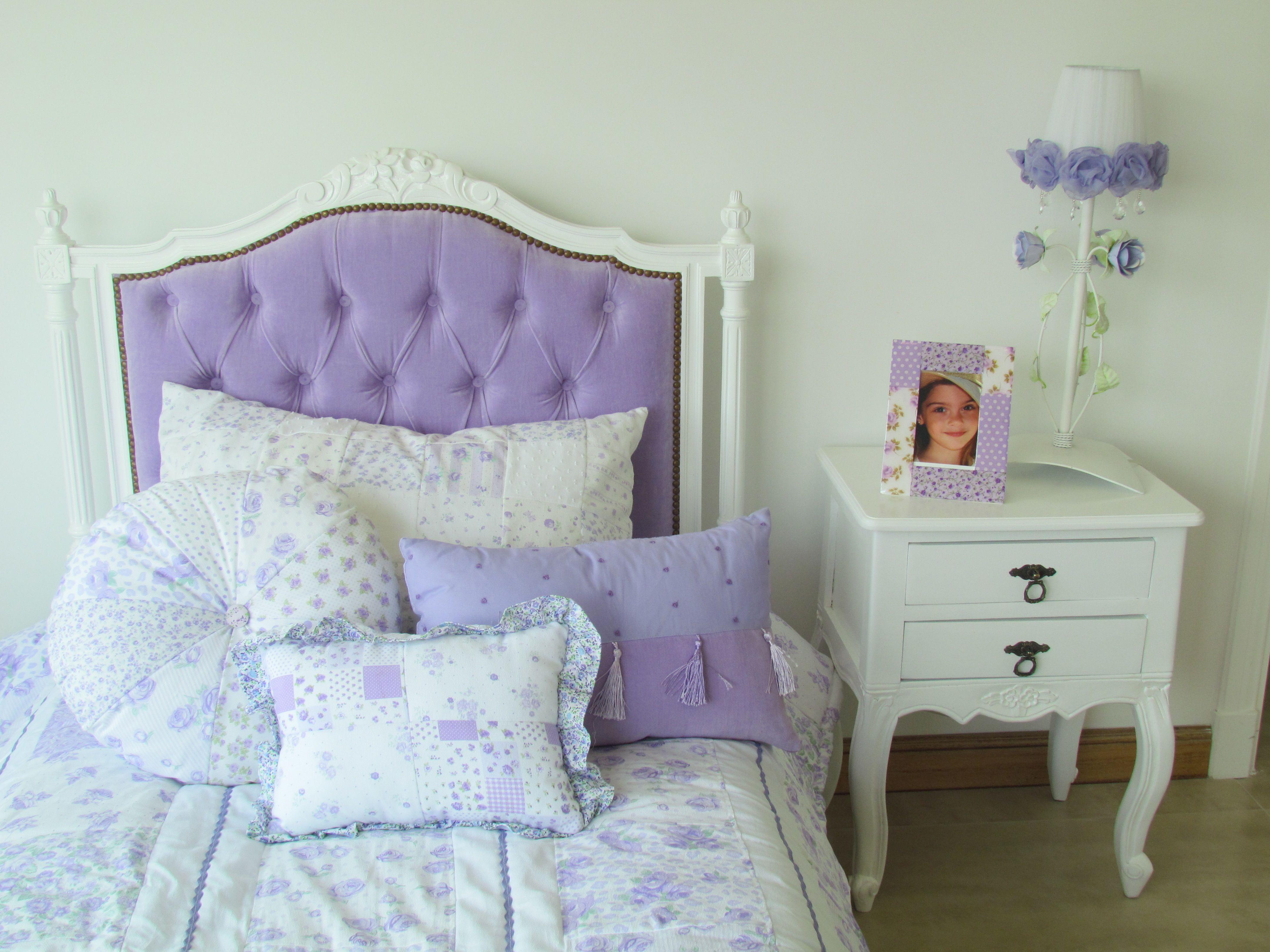 Respaldo Blanco Con Capitone En Color Lila Y Mesa De Luz Blanca  # Muebles Saskia Horario