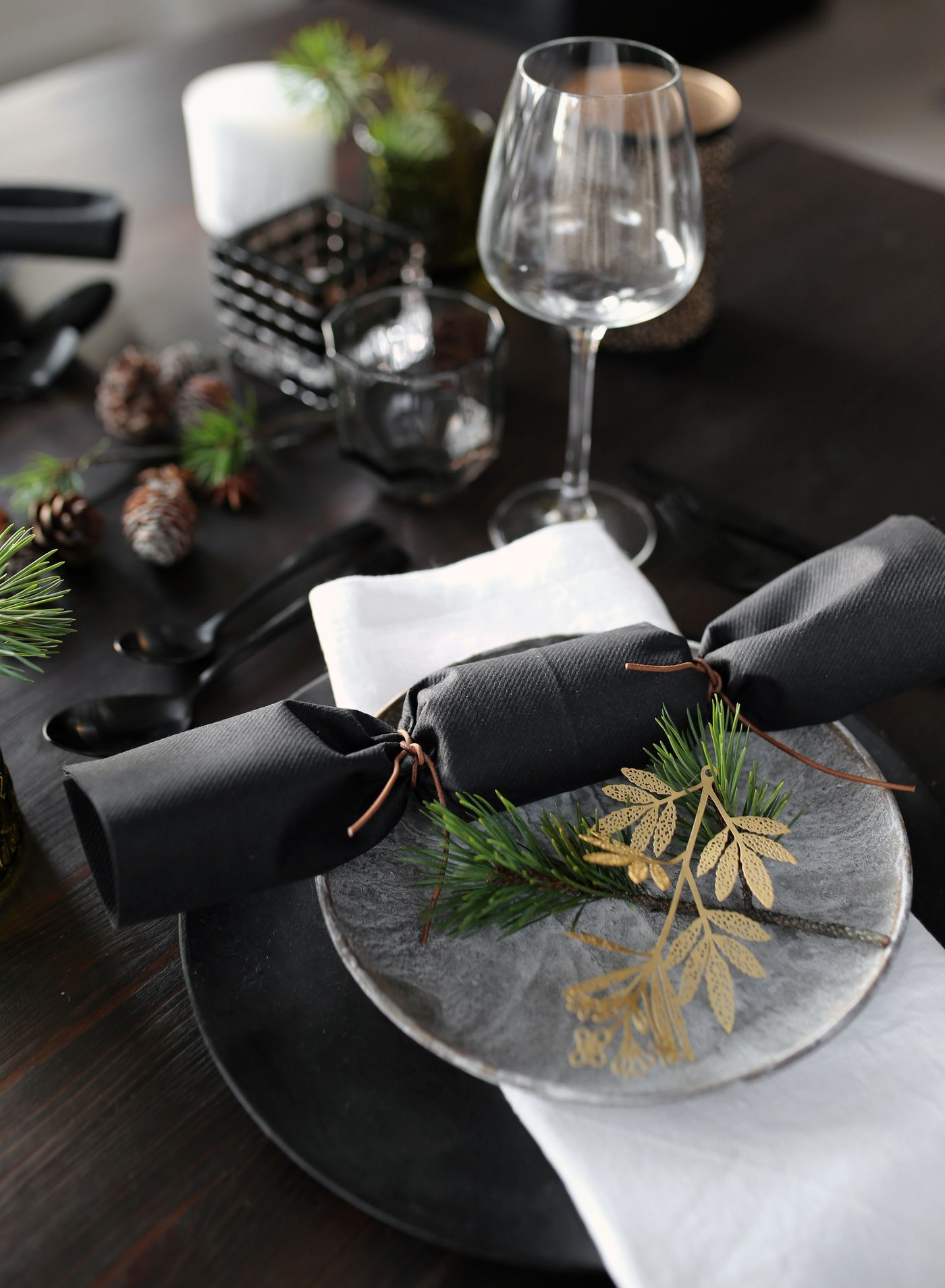 CHRISTMAS TABLE SETTING - Therese Knutsen