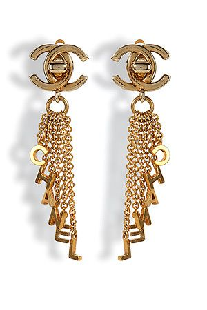 Chanel Bling..ladies fashion styles. Beautiful love! Bijoux  ChanelFantaisieClassiqueOreillesComme