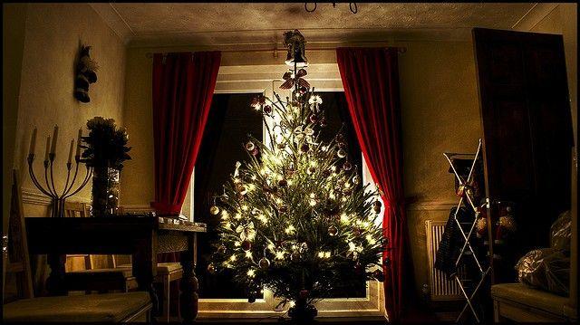 Christmas Songs As Gaeilge Angels We Have Heard On High In Irish With Lyrics Worldirish Christmas Alone Christmas Party Playlist Cool Christmas Trees