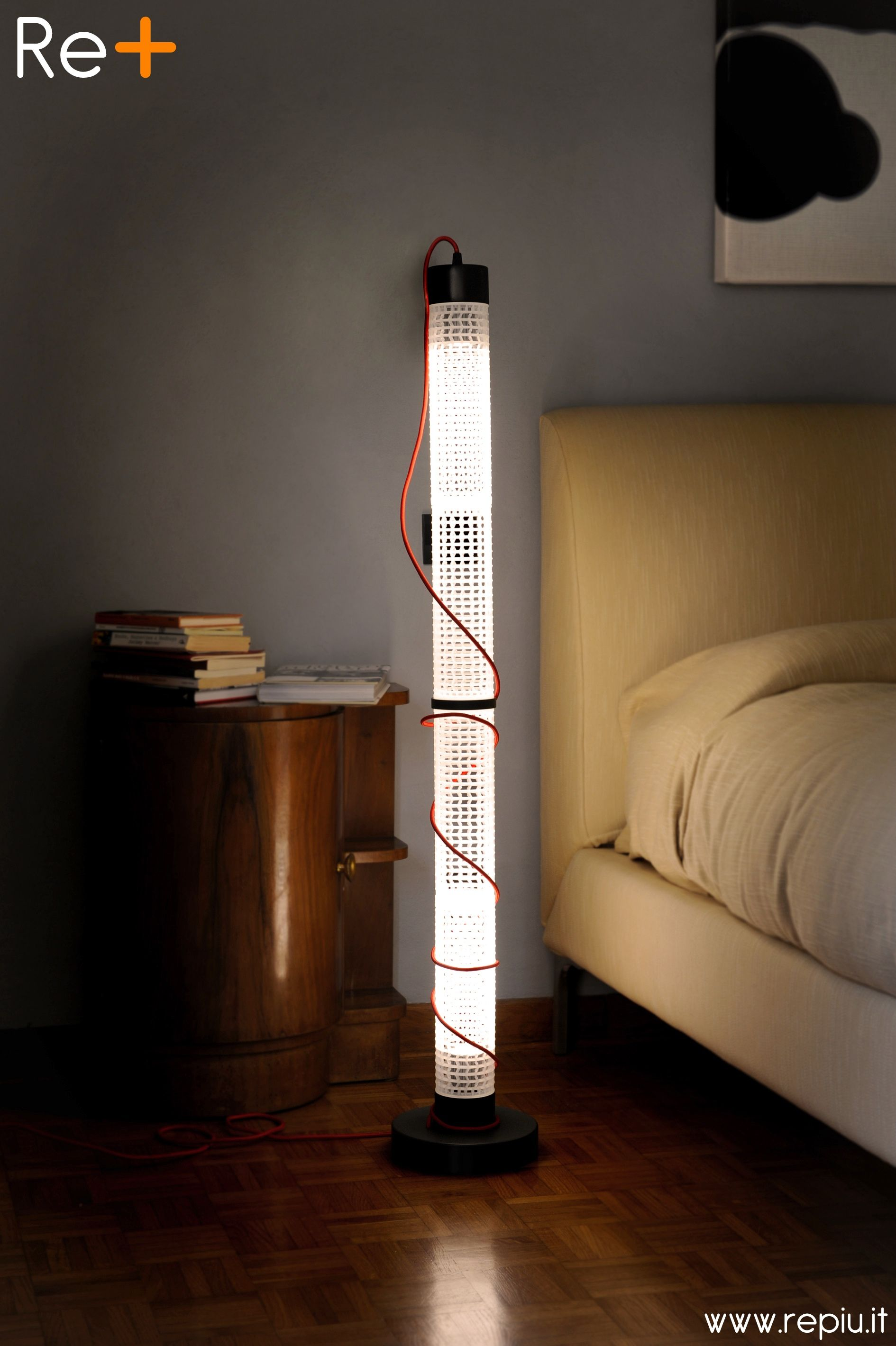 #Dinamicità e #personalizzazione sono le parole chiave della #lampada #componibile #ReTUBE Floor. Crea il tuo spazio! www.repiu.it  ~  #Dynamism and #personalization are the keywords of the #modular #lamp ReTUBE Floor. Create your space! www.repiu.it #repiu #light