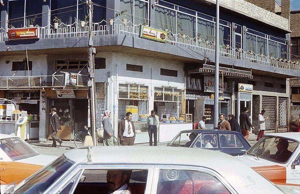 ساحة النصر بغداد نهاية السبعينيات والسيارات خارجة من الساحة إلى شارع السعدون Baghdad Baghdad Iraq Iraq