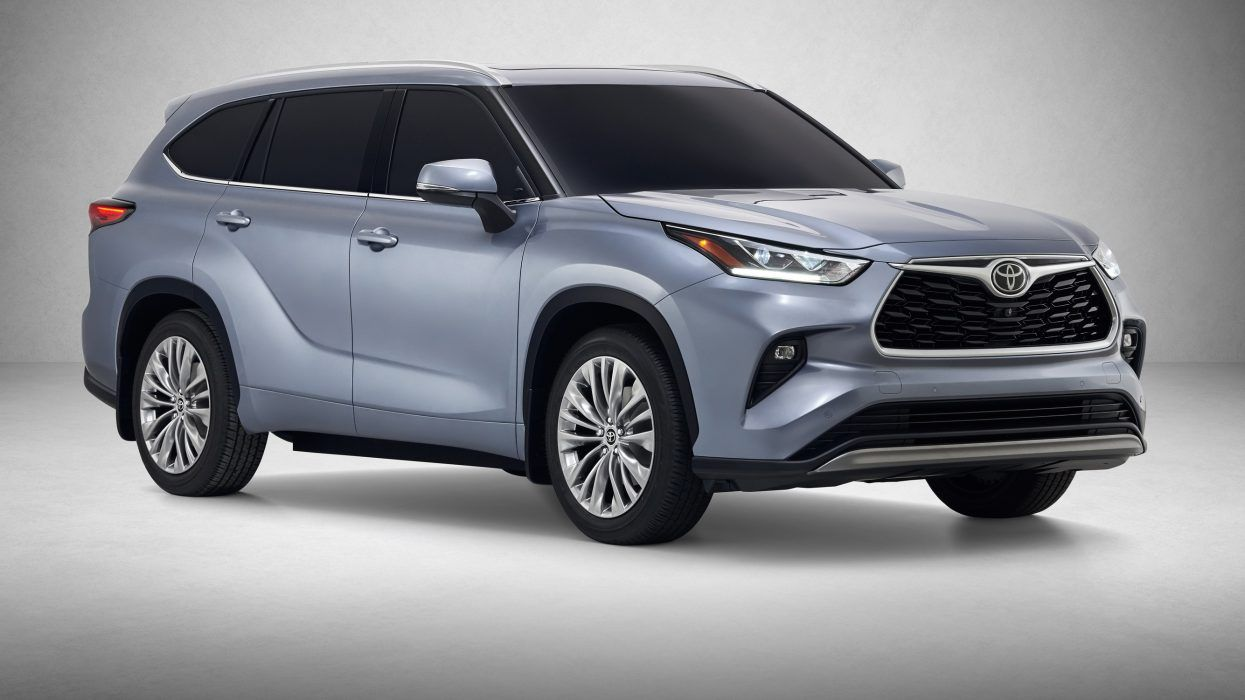 In Spite Of Still Being Among The Class Leaders It Appears Like The Good Looking Mid Size Crossover Will G Toyota Highlander Hybrid Toyota Hybrid Toyota Venza