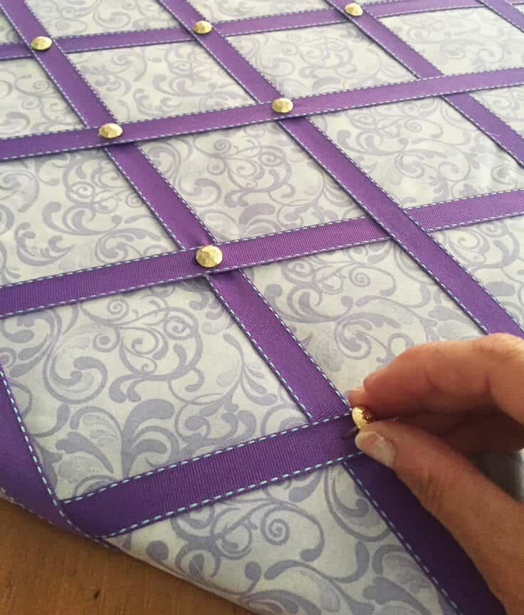 DIY Ribbon Bulletin Board #ribboncrafts