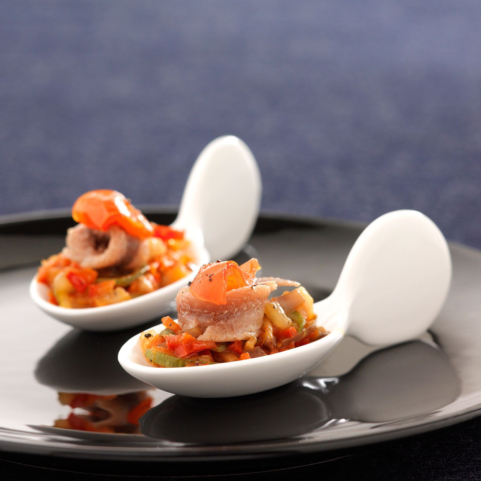 Découvrez la recette Ratatouille niçoise sur cuisineactuelle.fr.