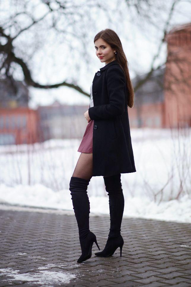 Czarny Elegancki Plaszcz Bordowa Skorzana Spodniczka I Zamszowe Dlugie Kozaki Ari Maj Personal Blog By Ariadna M Fashion Dress With Boots Otk Boots Outfit