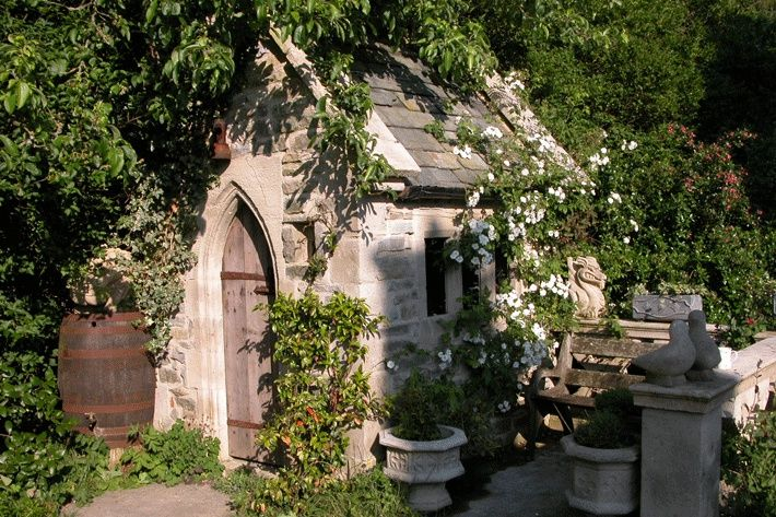 Deko Gartenhaus aus Steinguss Sidebury Garden