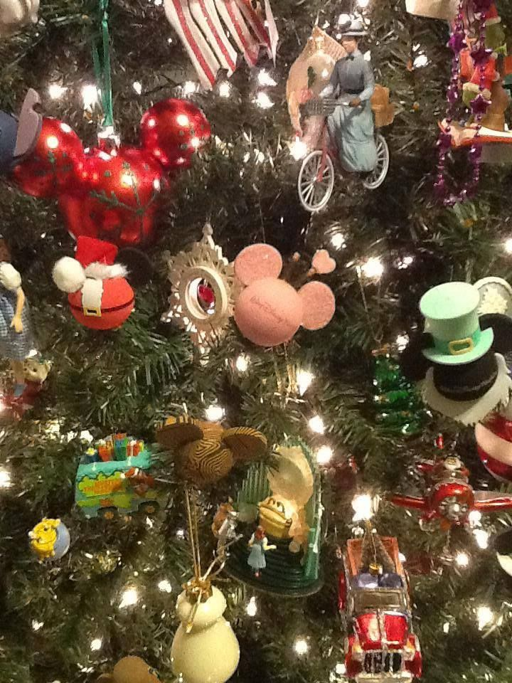 C C Fan Carol Uses Her Collection Of Disney Antenna Toppers As Decorations On Her Christmas Tree What A Cre Disney Christmas Disney Diy Crafts Disney Crafts