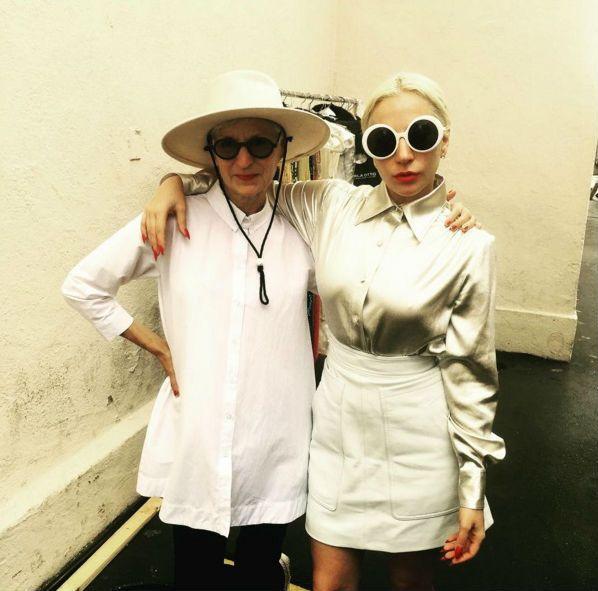 Lady Gaga sorprende a todos con su cambio radical. Atrás han quedado los trajes de carne, peluches y ranas Gustavo. ¡Hacemos un repaso de su estilo!  #Modalia | http://www.modalia.es/celebrities/9323-lady-gaga-cambio-look.html  #ladygaga #look #cambio