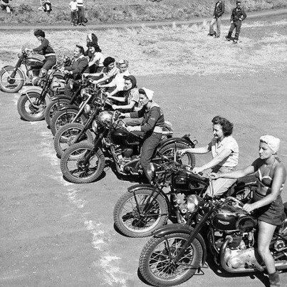Vintage bikers and their women — img 12