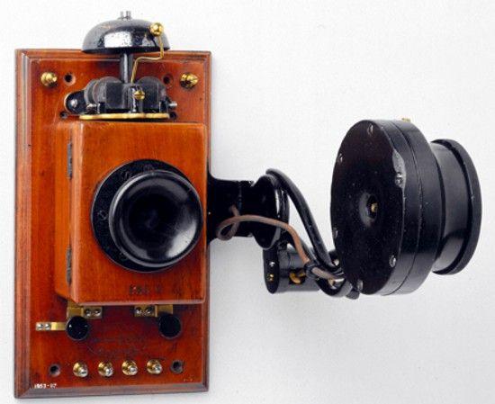 Resultado de imagen para Fotos: Edison presenta su primer aparato telefónico.