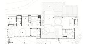 Vamos a ver una casa de dos pisos con piscina que destaca por su moderna estructura monovolumen, brillantes interiores gracias al ingreso de la luz natural y una decoración interior con toques de …