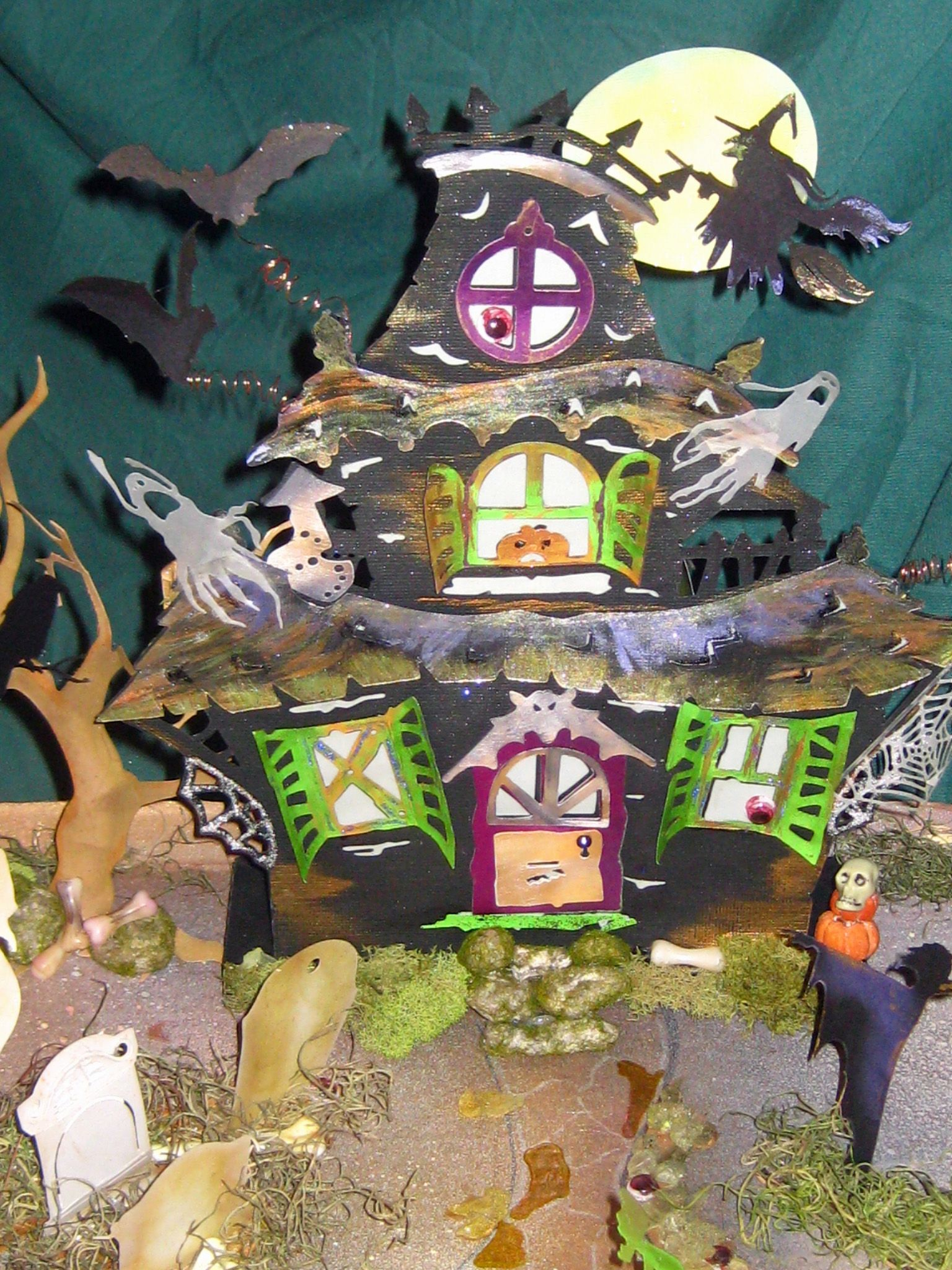 Haunted House Tea Light Holder (3Dsvg; Dreaming Tree